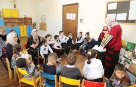 """""""كلمات لتمكين الأطفال"""" تهدي الأطفال المكفوفين بالأردن أكثر من 400 كتاب"""