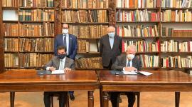 """هيئة الشارقة للكتاب و""""الأمبروزيانا"""" تتفقان لرقمنة 2500 مخطوطة نادرة"""