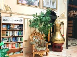 «الإمارات للدراسات» يهدي إصداراته إلى مجالس الأحياء في أبوظبي