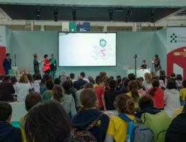 جلسة قراءات قصصية ل 300 طفل